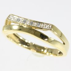 18K yellow gold brilliant cut diamond engagement ring, size 54