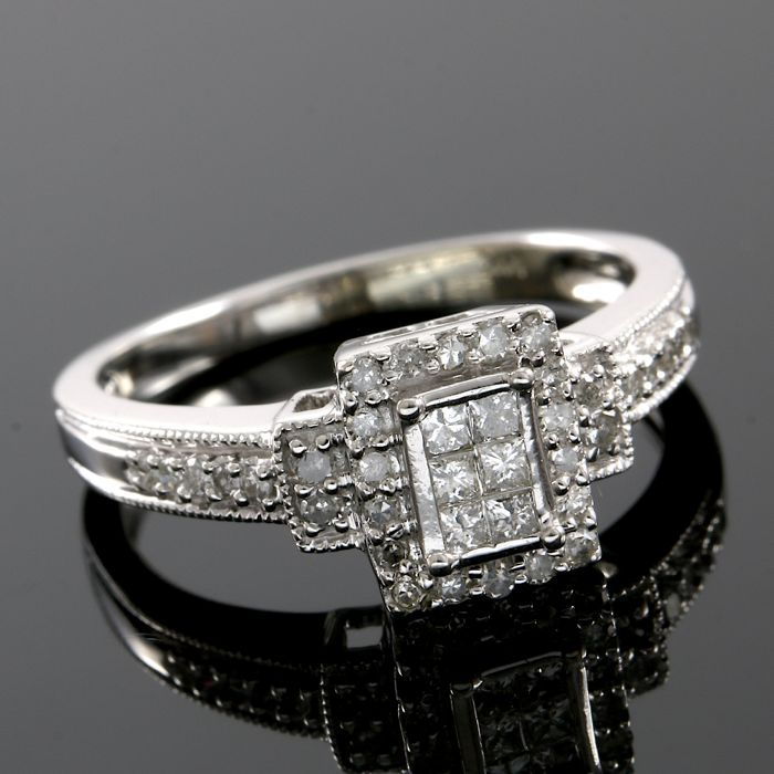 14kt White Gold Ring Set With 0.25 ct Natural Diamonds - size 7