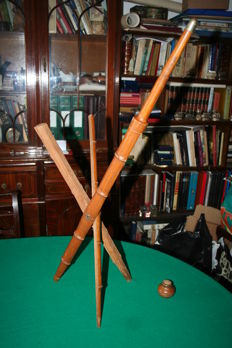 Unusual European all wood Victorian stool cane with opening system - 19th century