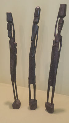 Modern art from Africa 3 statuette representing a stylized people