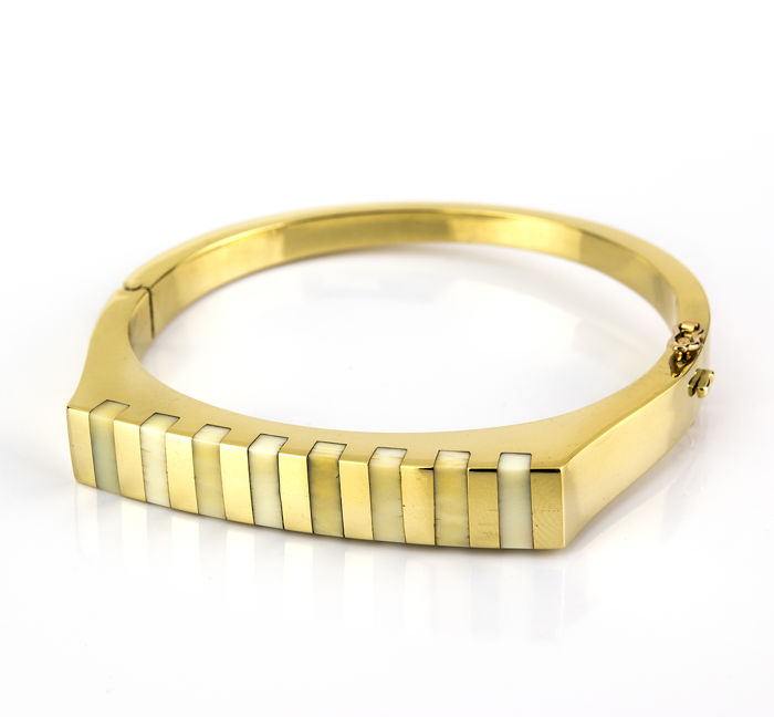 Hinged bracelet, '60s-'70s, yellow gold