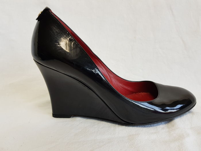 ad17f66aedf Gucci Leather Wedge Heel Shoes - Catawiki