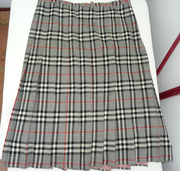 559bc6c825a4d Burberry - Vintage 100% wool skirt in grey Nova check, fully lined ...