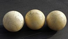 Lot of 3 ivory billiard balls - ca. 1900