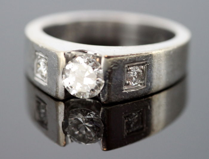 e93f307c4a6ed 18k white gold mens pinky ring with diamonds (0.69 ct total) c. 1970's -  Catawiki