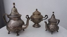 2 Arab tea pots, 1 sugar bowl/cup with lid, circa 19th century