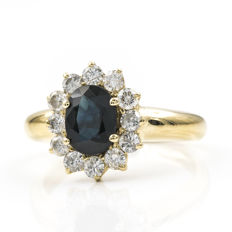 Yellow gold cocktail ring set with 12 brilliant-cut diamonds totalling 0.90 ct and a Sapphire of 1.40 ct, Size: 18 (SP)