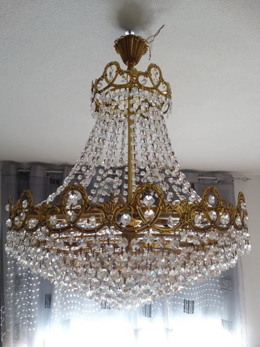 French chandelier in crystal and brass with seven points of light and 10 brass rings