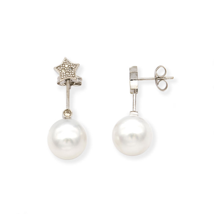 White gold, 750/18 kt – Earrings with star motif– Brilliant-cut diamonds – Australian South Sea pearls – Earring height: 27.80 mm