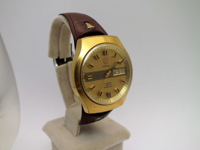 omega f300 chronometer w watch men 1970 nice cond.