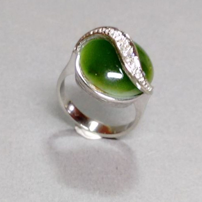 Ring made of 14kt white gold with diamonds and nephrite, approx. 6.3 g – ring size 48