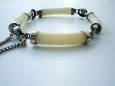 Vintage (1950s) - Mother of pearl links silver tone flexible Bracelet with Chinese characters