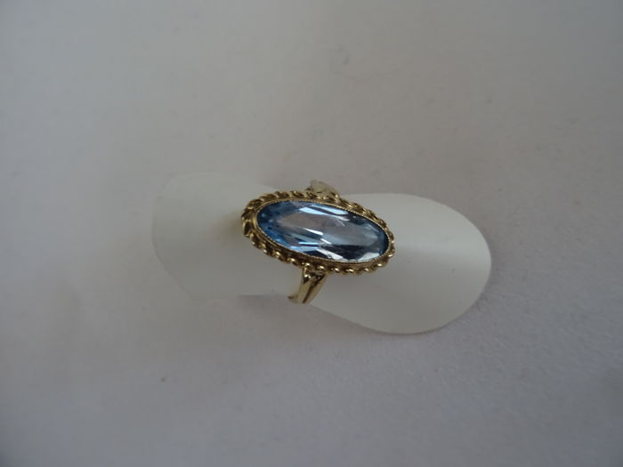 14 kt ring with aquamarine