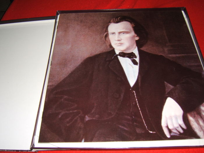 Gift box publication : Brahms ein deutsches requiem two motets op.74