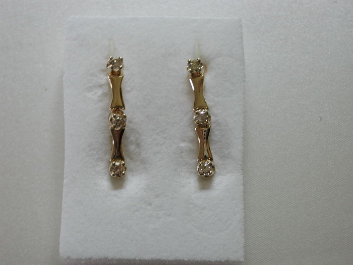 Gold ear studs made of 585 yellow gold --- 3 diamonds weighing 0.1 ct each (in total 0.6 ct) --- colour: G-H, clarity: VS1 - VS2