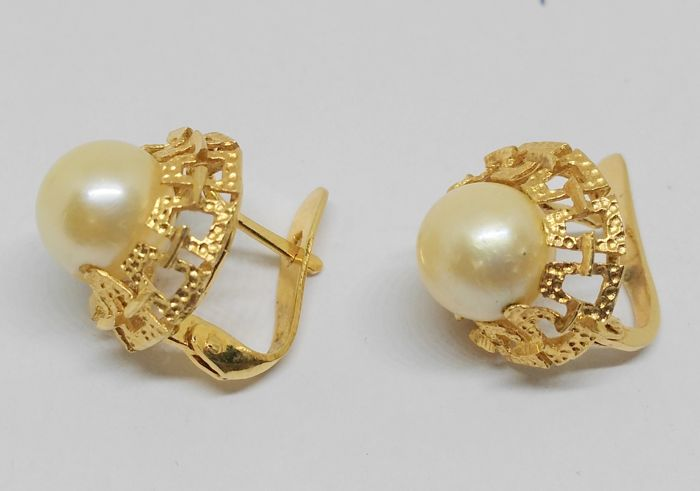 18 kt gold earrings with cultured pearls