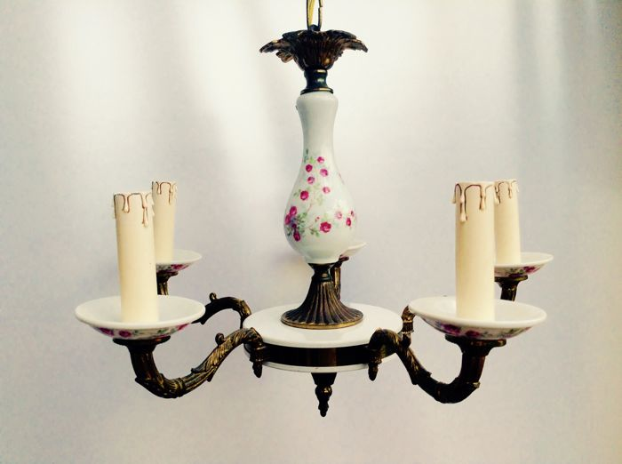 5-armed porcelain chandelier with floral pattern.