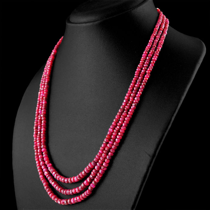 Ruby necklace 3 Strands with 18 kt (750/1000) gold, length 51cm. ***no reserve***