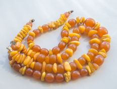 2 Baltic Amber necklaces from the Art Deco (1920's) period, made in Germany (Königsberg), weight: 95 gram, No reserve
