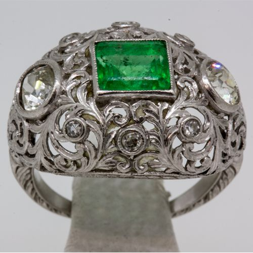 Art Deco silver ring with emerald and diamonds – 19th century