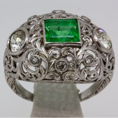 Art Deco platinum ring/cocktail ring with emerald and diamond