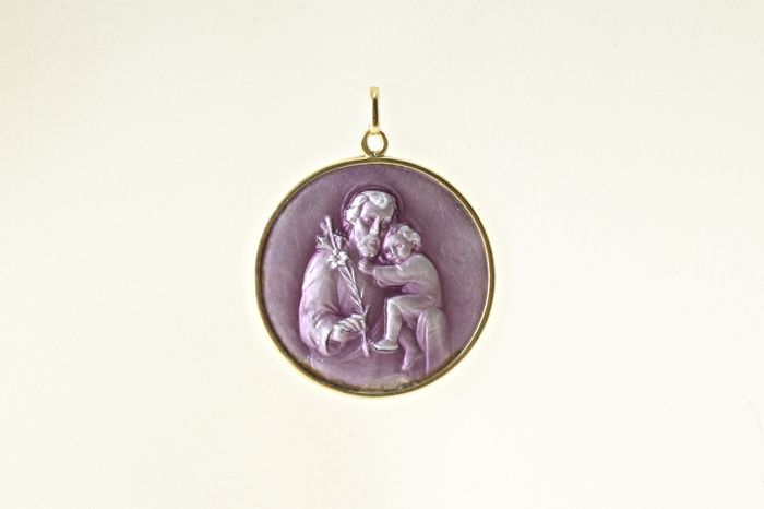 18 kt gold pendant with the enamelled image of St Anthony of Padia.