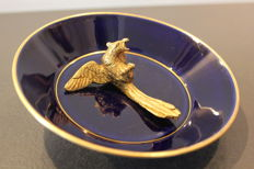Sèvres - Plate in fine porcelain in night blue and gilding mounted with a gilded eagle - 1894