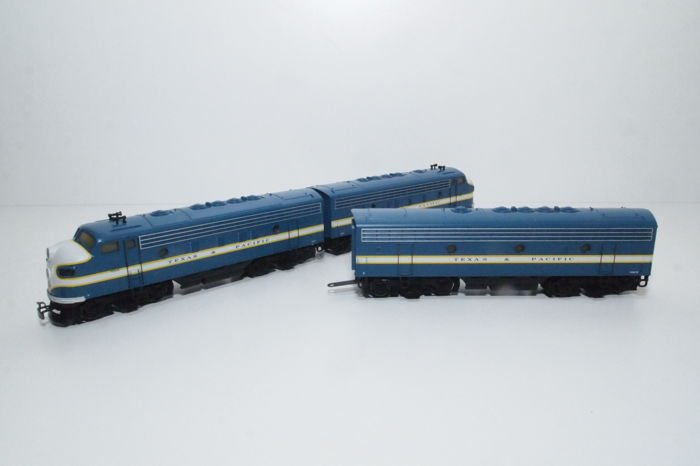 Märklin H0 - 3481/4081 - Two-piece diesel-electric locomotive EMD F7 plus 1 motor-less B-unit as an extension of the Texas & Pacific