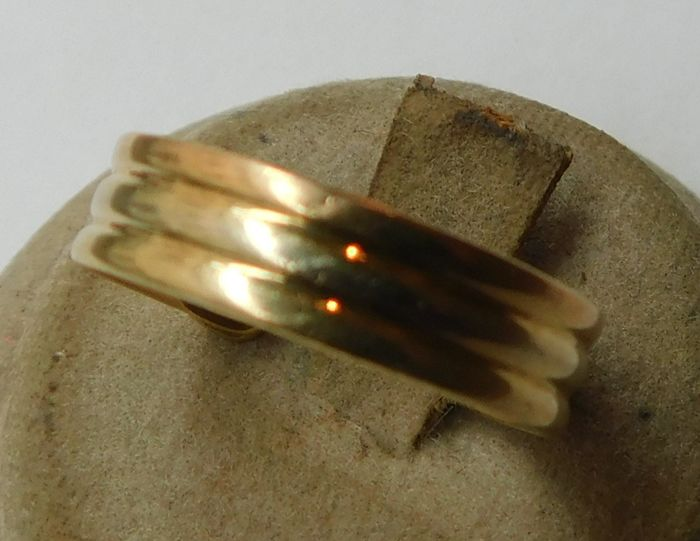 18 kt gold ring – Size: 18 mm
