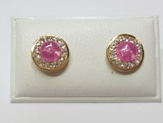 14 kt Gold ear studs with 15 x 0.01 ct zirconia and a pink, cabochon cut stone.