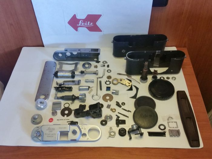 Spare parts of 2 Leica III and 1 x Zorki.