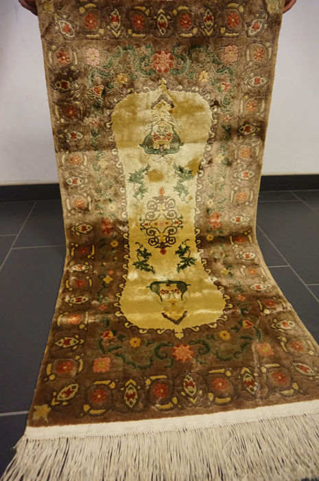 Magnificent hand-knotted oriental silk carpet, China silk, Art Deco, 62 x 130 cm, made in China