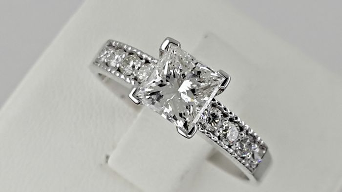 1.25ct  VS1 princess diamond ring in 14 kt white gold - size 7,5