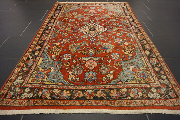 - Magnificent Persian carpet- -Province: Sarouk- -Made in Iran- -Dimensions 103 x 160cm- -very good-