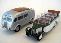 "Ixo-Hachette - Scale 1/43 - Lot with 2 busses: Citroën T23RU ""Chaissaing France"" 1947 & Renault AGP85 ""Schorten France"" 1938"