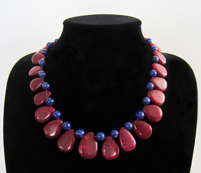 Ruby and sapphire necklace with 14 kt gold clasp – 47.5 cm