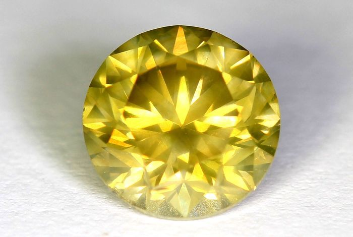 Diamond – 1.00 ct – Fancy Greenish Yellow – SI1