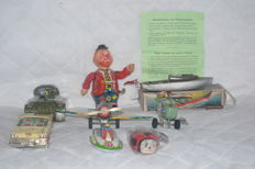 Different brands, Italy, Japan, China - various length - lot of 7 tin toys, 1950s/1970s