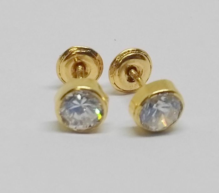Stud earrings in 18 kt yellow gold with zirconias