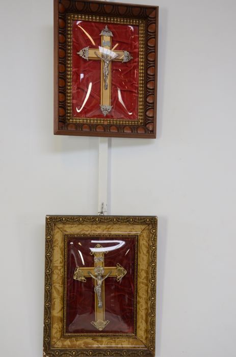 2 x gold-plated wooden crucifixes with silver-plated Corpus Christi, both behind convex glass, Southern Netherlands, circa 1900.