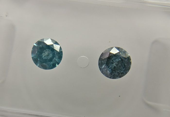 Lot of 2 Round cut diamonds total 0.50 ct Fancy Vivid Blue I1