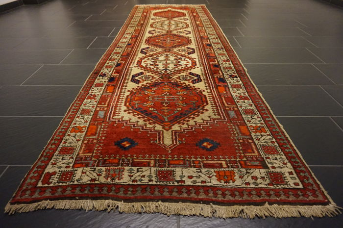 Old Persian carpet Sarab circa 1950 Made in Iran 100 x 310 cm wool on cotton, natural colours