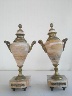 A pair of pink marble and bronze Cassolettes vases - France, 19th century