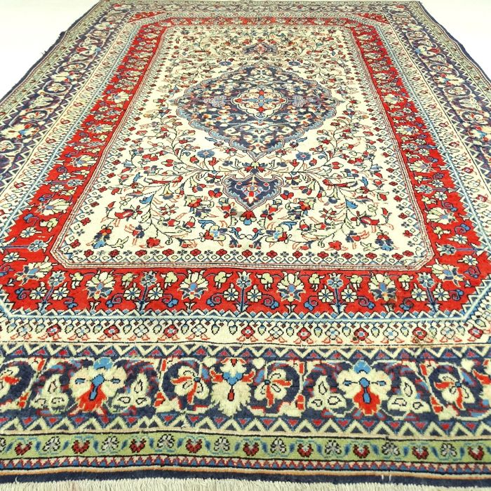 "Anatolian carpet – 240 x 157 cm – ""Tastefully decorated Persian carpet in beautiful condition"" – With certificate"