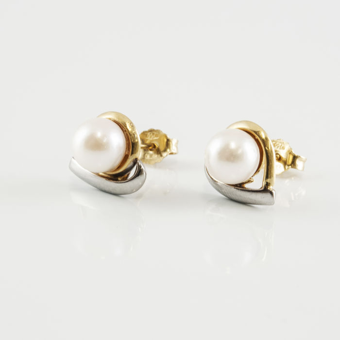 White and yellow 18 kt gold – Earrings – Cultured Akoya pearls, 7.00 mm in diameter (approx.)