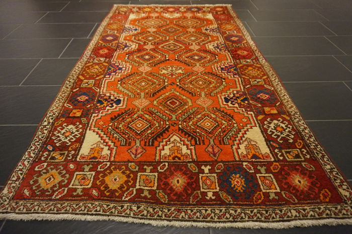 Antique Persian carpet, Sarab, circa 1950, made in Iran, 115 x 210 cm, wool on cotton, natural dyes