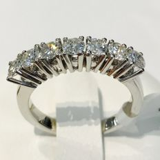 White gold ring with 7 brilliant cut diamonds, 1.10 ct - ring size 54.5 / 17.35 mm