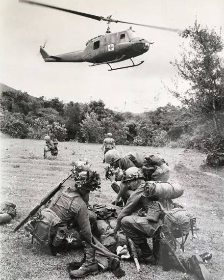 Unknown/AP - Vietnam/Saigon helicopter soldiers - 1966/1968