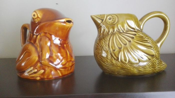 2 ceramic vintage bird/frog water jugs