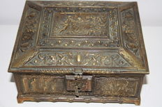 Bronze jewellery box decorated around with medieval scenes